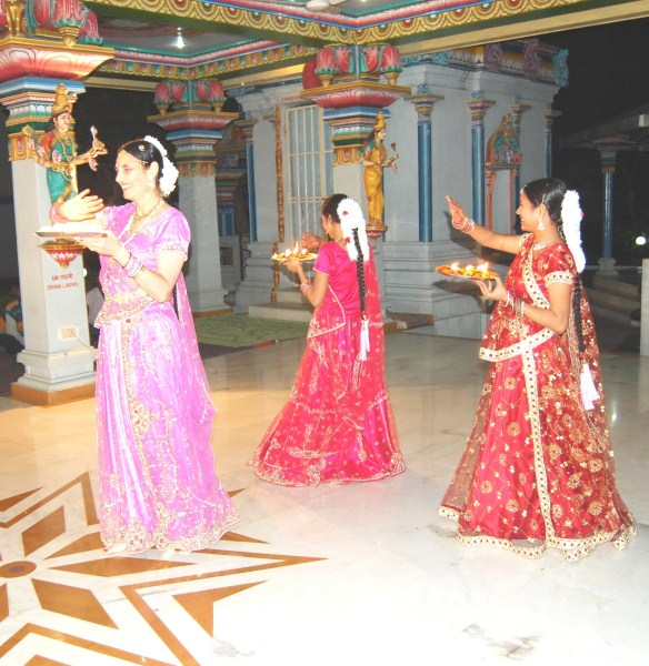 In the end Kumari Somashekhari and her students performed an Arati Dance and distributed  the Arati to all devotees